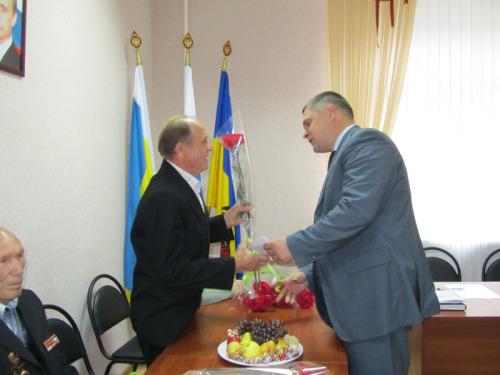 Денис Станиславов встретился с шахтинскими ветеранами