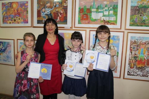 В шахтинском краеведческом музее наградили юных художников
