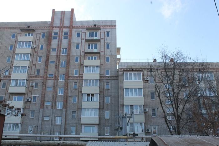 Губернатор проверил, как отремонтирована пострадавшая от взрыва девятиэтажка на Хабарова