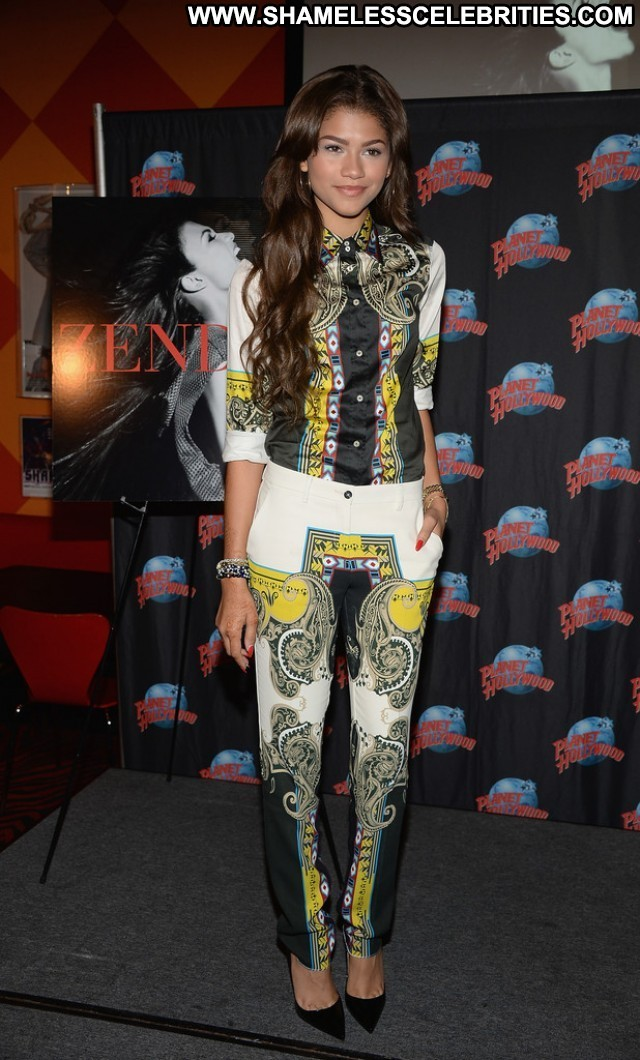 Zendaya New York Celebrity Babe Hollywood Beautiful Posing Hot High
