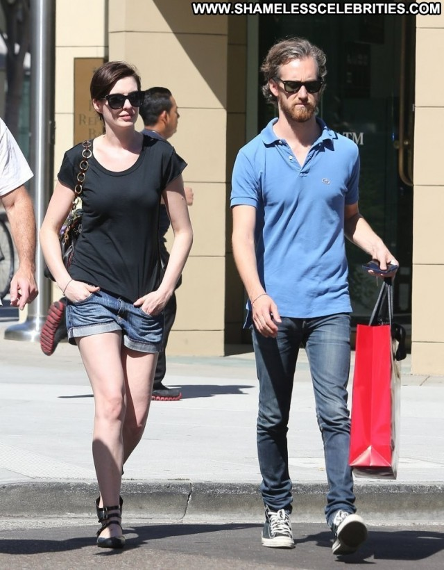 Anne Hathaway Beverly Hills High Resolution Beautiful Posing Hot