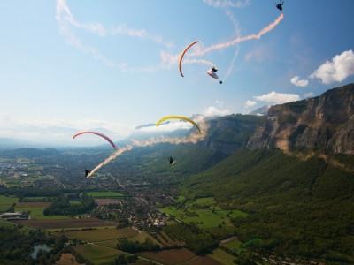 Paragliding acro pilots