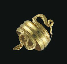 Una antica Kels greca sotto forma di anello serpiforme