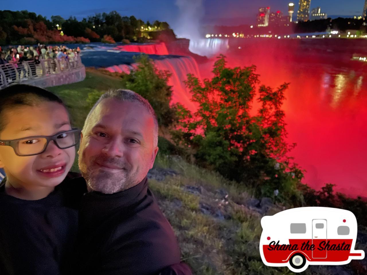 Boys-Overlook-Niagara-Lightshow