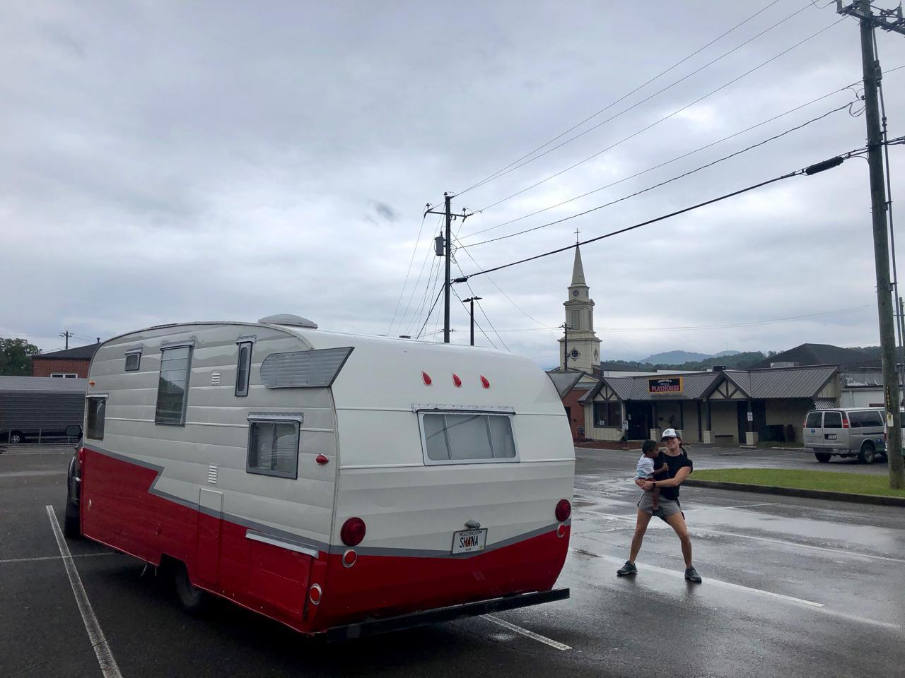 Retro-Camper-in-Downtown-Ellijay