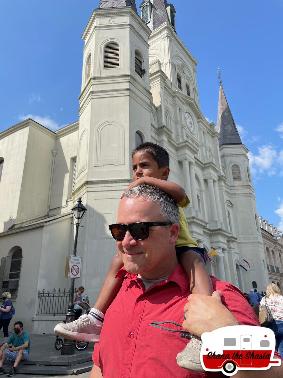 Shoulder-ride-at-St-Louis-Cathedral-in-New-Orleans
