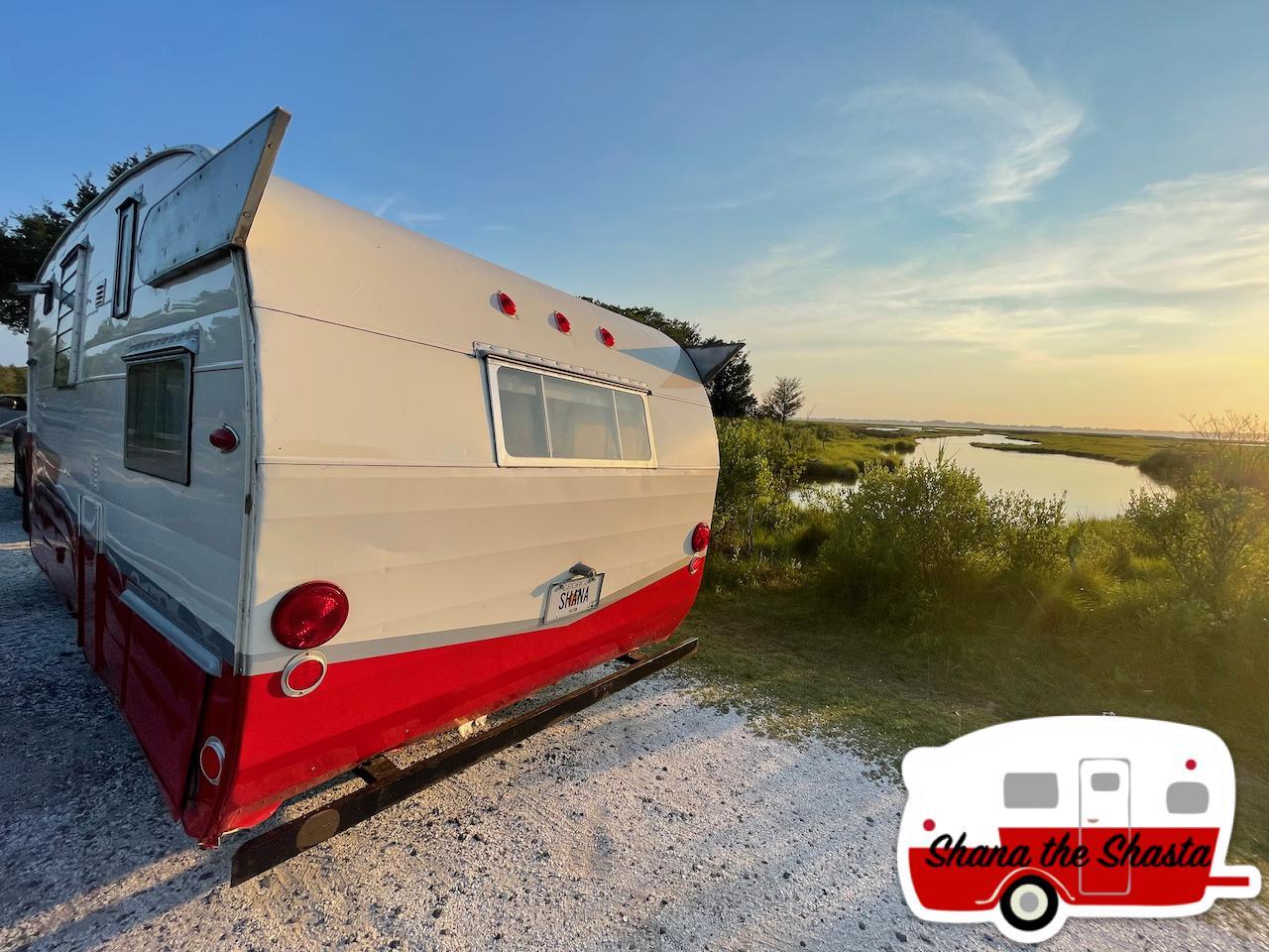 Vintage-Camper-at-Assateague-Island