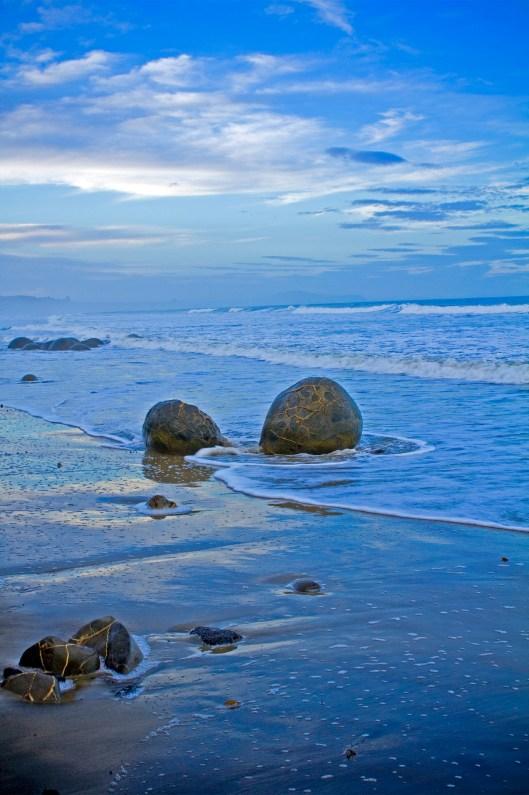 New Zealand Beach Boulders - Blue Theme - Photo 2
