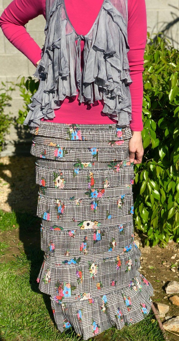 Pleated eleganza skirt ~ Contour