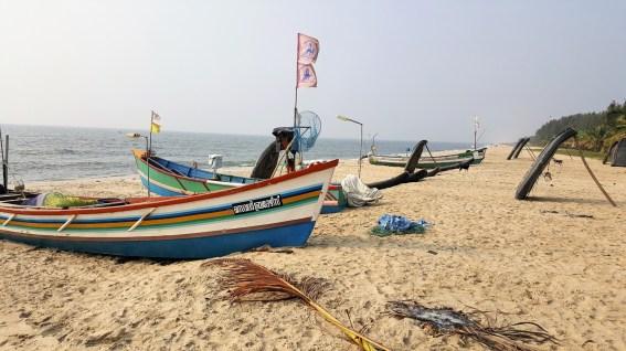 Fischerboote am Strand von Mararikulam