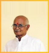 Acharya Shyam Sunder Jha - Senior acharya who started the school in the year 2001. He is a post graduate in Sanskrit literature and also holds Sahitya Ratna degree. He teaches Sanskrit grammar, literature and Philosophy and has many Sanskrit poetry compositions to his credit.