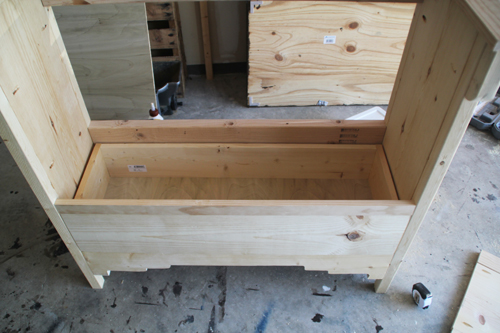 How to install a wooden drawer