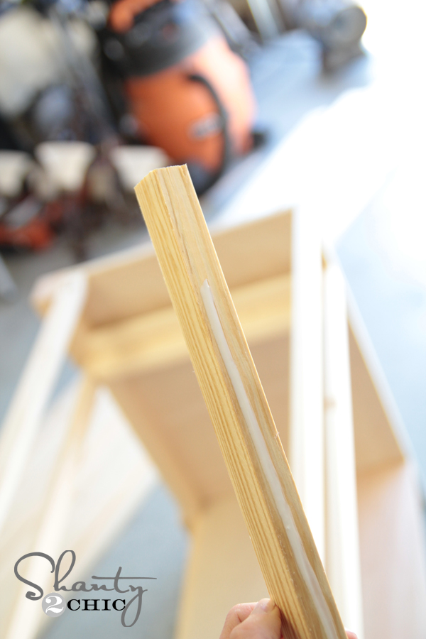wood glue on support