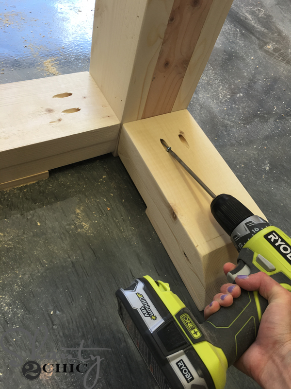attach-table-legs-to-base