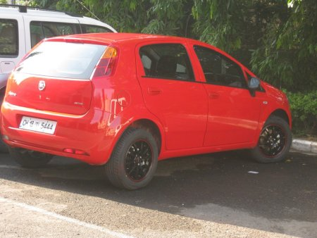 Fiat Punto (Black Alloys)