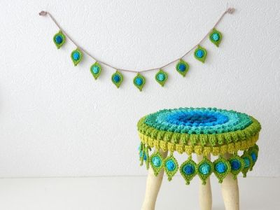 """Stool Cover and Garland """"Pop Up"""""""