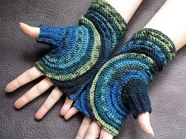 crochet Kreisel Fingerless Gloves free pattern