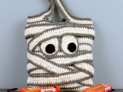 crochet Mummy Trick-or-Treat Bag easy pattern