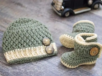 crochet Chunky Hat and Wrap Booties easy pattern