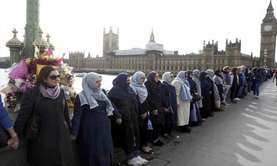 احتجاجات نسوية في مدينة الضباب لماذا؟