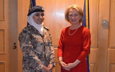 لارا هواوشة أول امرأة تقود طائرة في الجيش الأردني