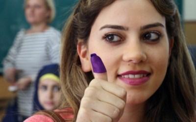 حظر تجوال سياسي على المرأة اللبنانية ودعوات إلى التزامها المنزل