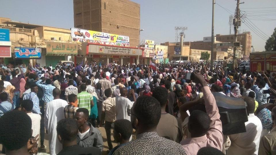 السودان.. استخدام غاز مسيل للدموع لتفريق احتجاج نسائي