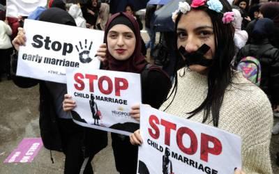 """""""استثناءات"""" تُطيح بالقانون وتجيز تزويج 40 ألف طفلة في المغرب"""