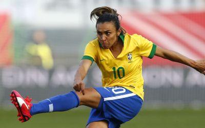 النجمة البرازيلية مارتا تحصد لقب أفضل هدافة في تاريخ كأس العالم في فئتي الرجال والنساء