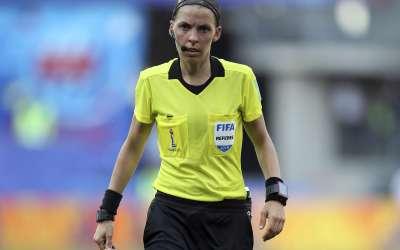 لأول مرة امرأة تقود مباراة الكأس السوبر المقررة بين ليفربول الإنكليزي ومواطنه تشلسي