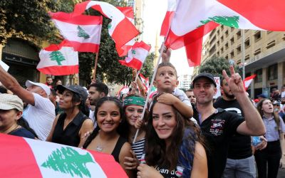 رجل أعمال مصري يسيء للمتظاهرات في لبنان والفنان رامي عيّاش يرد