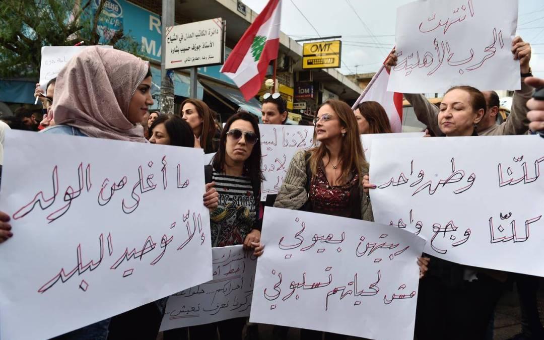 لبنانيات يتصدرن المشهد في منطقة عين الرمانة الشياح بعد التوترات التي شهدتها المنطقة