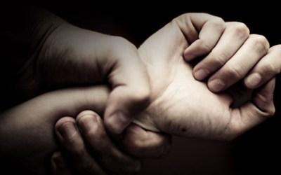 القبض على عائلة استغلت طفلتها القاصر جنسياً في لبنان!