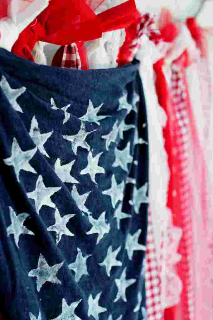 4th of July Photo Booth: DIY American Flag Backdrop
