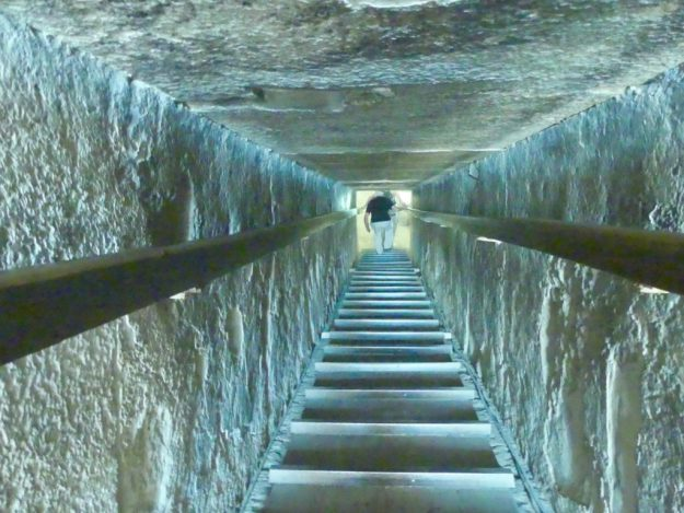 Going down, down, down into the tomb of the Red Pyramid