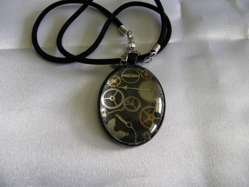 STEAMPUNK OVAL WATCH PARTS PENDANT NECKLACE