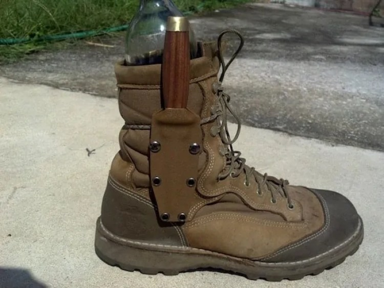 how to carry a boot knife