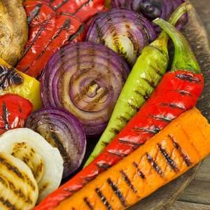 Что может быть аппетитней большой порции овощей, приготовленных на мангале? Наши овощи на мангале - это порция приготовленных с дымком баклажанов, помидоров, перца