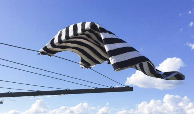 How to hang washing in the wind