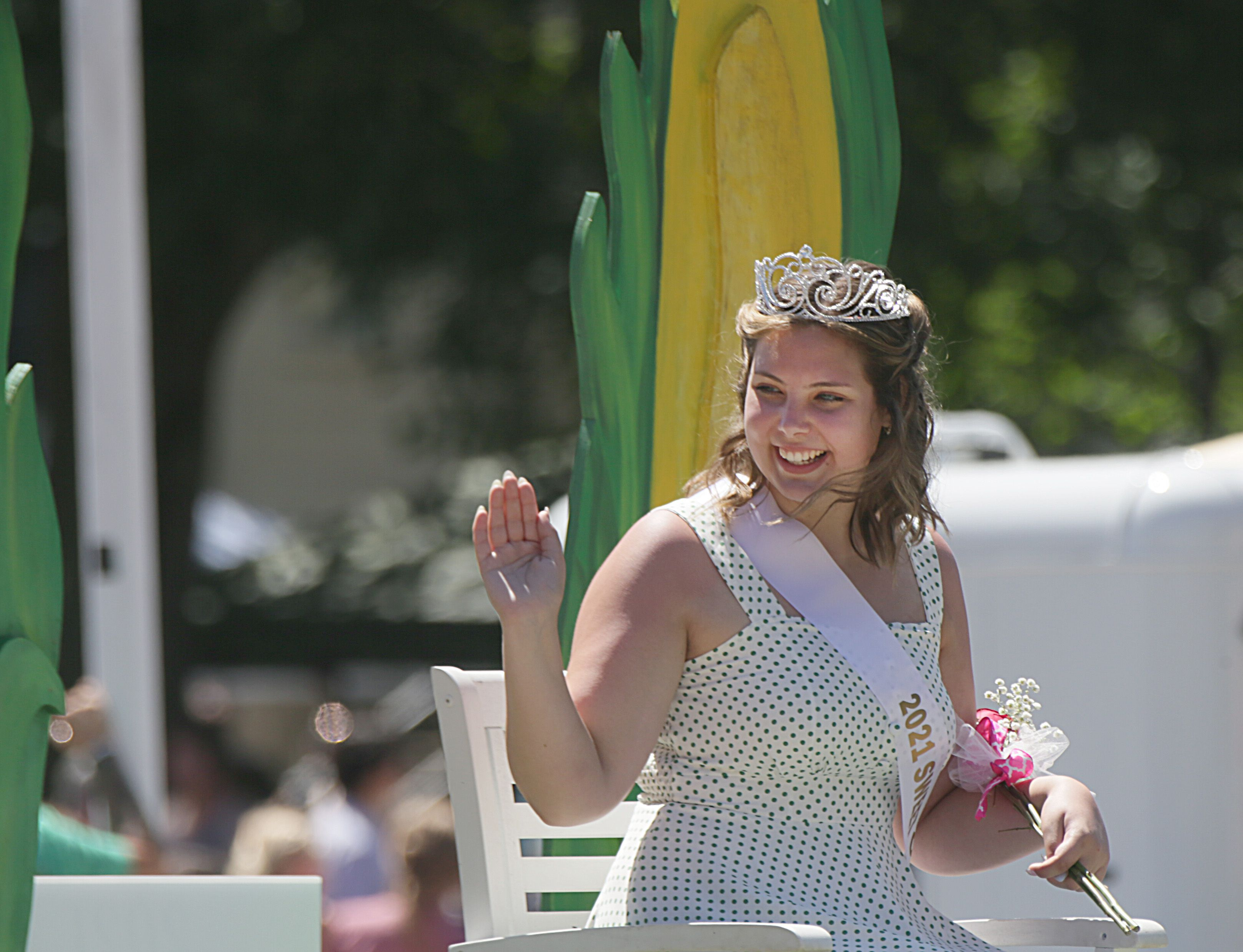 The 2021 Mendota Sweet Corn queen Parris Stachlewitz waves to the crowd Sunday, Aug. 15, 2021, during the 74th annual Sweet Corn Parade in Mendota.