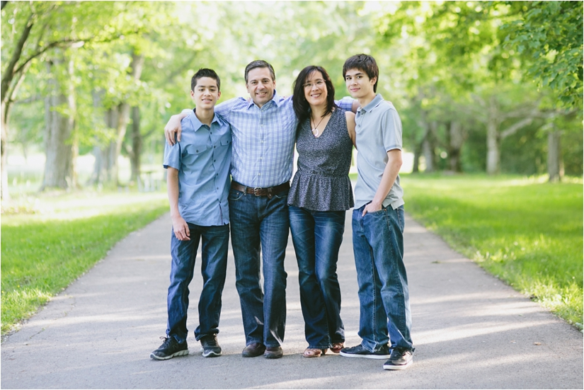 Family_Sesssion_With_OLder_Kids_Teenage_Boy_Family_session_how_to_pose_0005