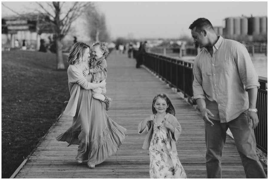 family_photos_by_Buffalo_waterfront_0032