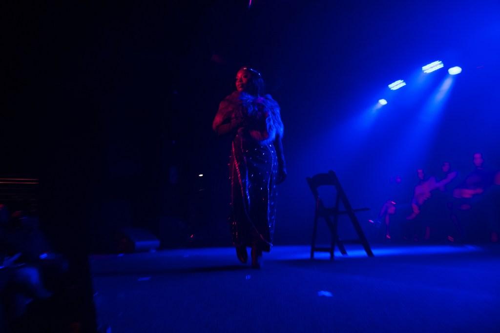 Sensual Burlesque Dancer - shayaulait.com