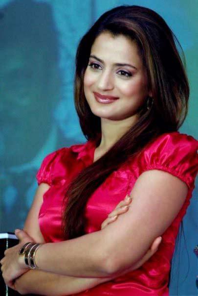 Actress Amisha Patel Sheclick Com