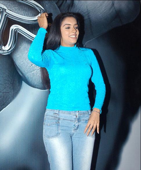 Asin Thottumkal Sizzling Actress 25 Beautiful Photos