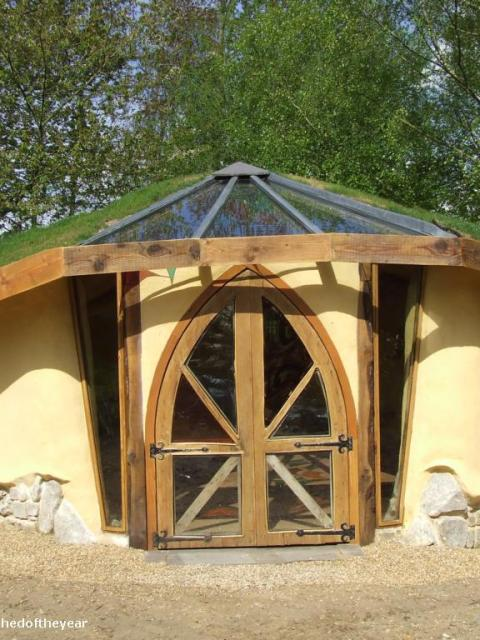 The Cob-bale Roundhouse