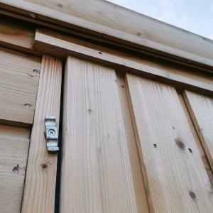 Top swivel lock on the door