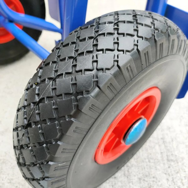 More details of the groove on the hand tyre on the compact hand trolley