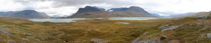 Die Seenlandschaft Radujärvi und Alesjaure