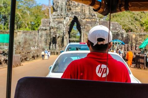 Eingang von Angkor mit unserem Tuk Tuk Fahrer Shan